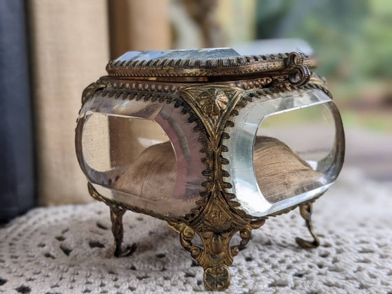 Antique 1893 Souvenir trinket ring box. Casket box