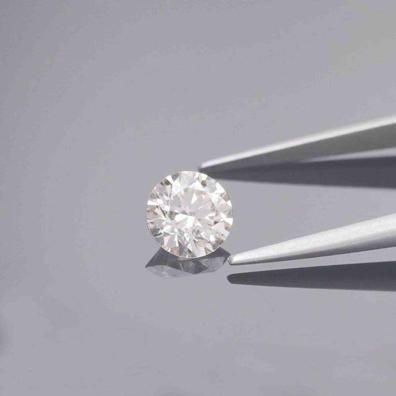 0.51 Carat Certified Loose moissanite Lab Grown 4 mm vvsvs Clarity g Color