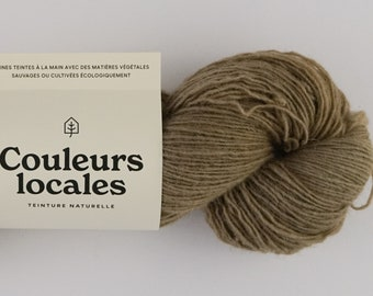 Naturally fingering caliber tinted wool in Mineral colour