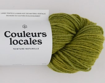 Naturally dyed wool of worsted caliber in electric Lime color