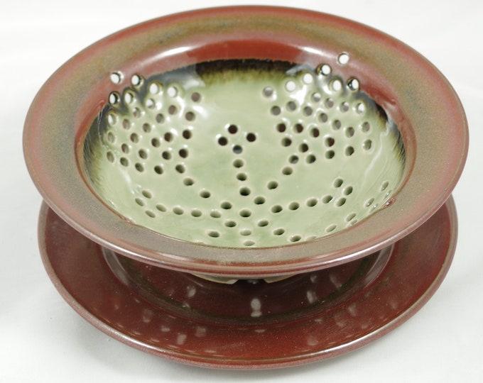 Celedon berry bowl small colander