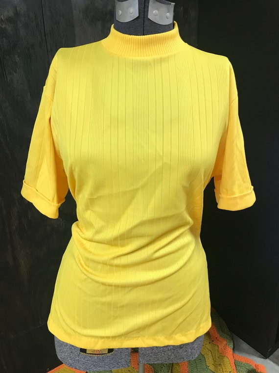 50's/60's Yellow Textured Polyester T-Shirt