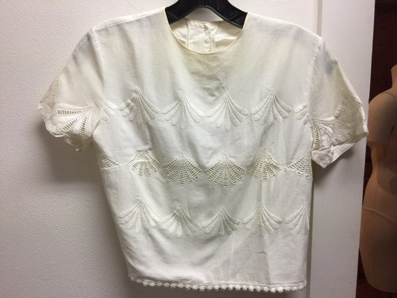 Women's 1930's-50's white cotton embroidered blous