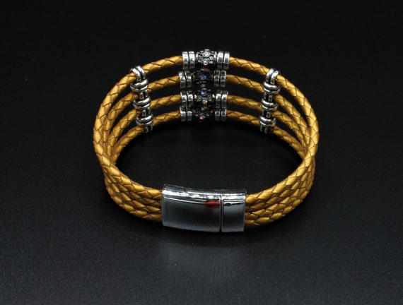 Magnetic Clasp Leather Cuff-W4M16