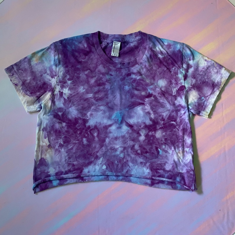 Women/'s Tie-Dye Cropped Tee