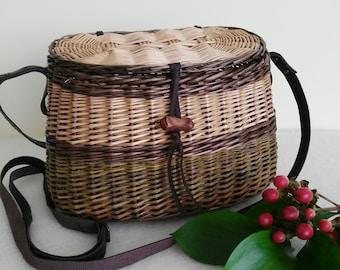 Cute handwoven wicker handbag with lid shoulder bag with leather strap gift for girl her willow shoulder handbag straw outdoor basket