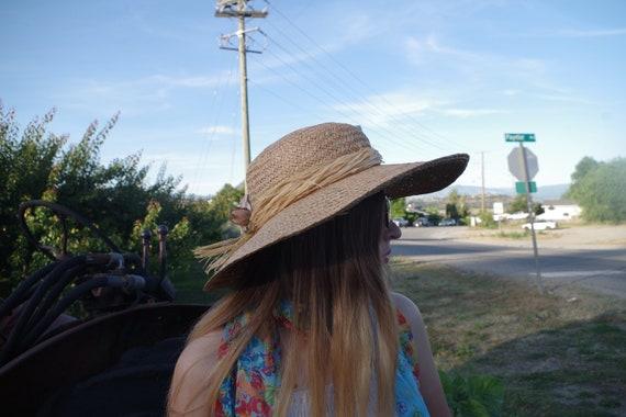 Beautiful Summer Straw Sun Hat - image 5