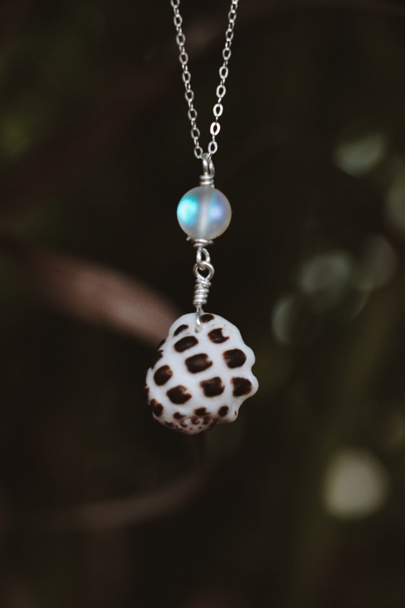 Sterling Hawaiian shell moon stone necklace image 0