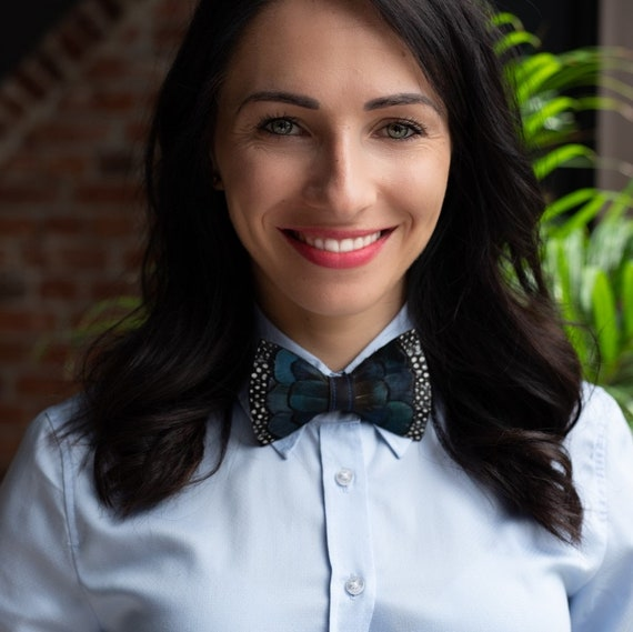 Zerowaste philosophy Elegance Unique bow tie for wedding Eco friendly /& ethical. Morfo: hand-made bow tie Made of natural bird feathers