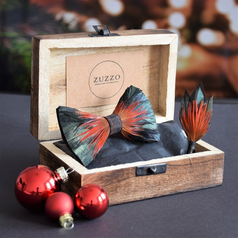 reception made of bird feathers groom unique feather Rooster: gifts for him luxury zero waste wedding no waste