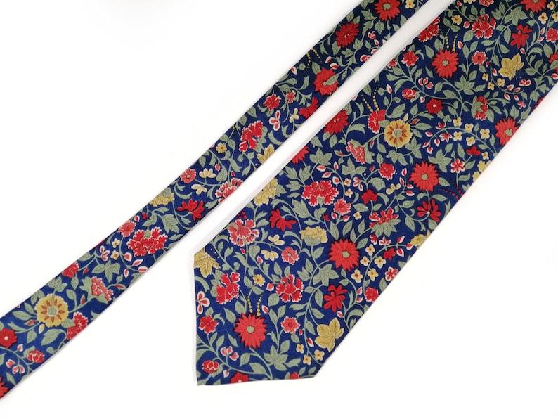 Navy floral tie Wedding necktie for men Blue and red silk tie for floral wedding Vintage necktie with red flower pattern