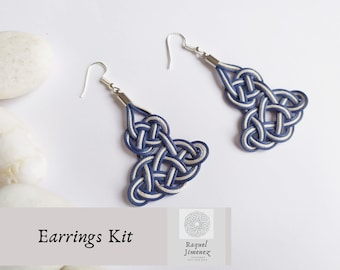Materials and tutorial to make blue sailor knot earrings, diy summer earrings, instructions cotton sailor knot earrings.