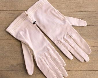 Elegant Deadstock White Vintage Gloves, 1950s Gloves, Bridal Gloves,First Communion Gloves, NOS