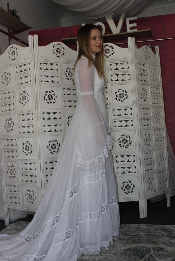 Elegant 1970's wedding dress 'Macey'