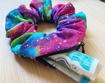 Galaxy Print Zipper Scrunchie // Zipper pocket scrunchie, Zipper scrunchies, Hidden zip scrunchie, Scrunchie with zip, Stashy scrunchie