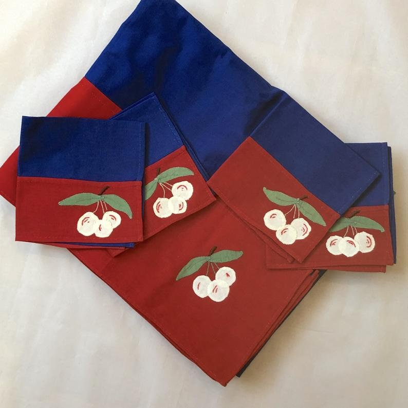 Vintage 1950s Cherry Tablecloth /& Napkin Set Red And Blue Cherry TableCloth