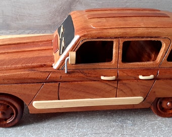 model of the wooden 4L