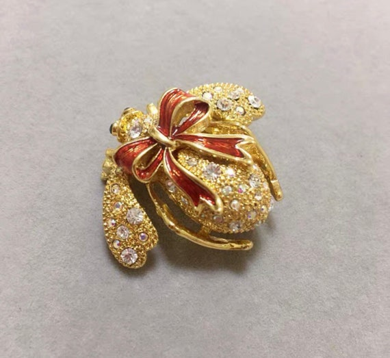 """Joan Rivers """"As Is"""" Holiday Bow Bee Pin"""