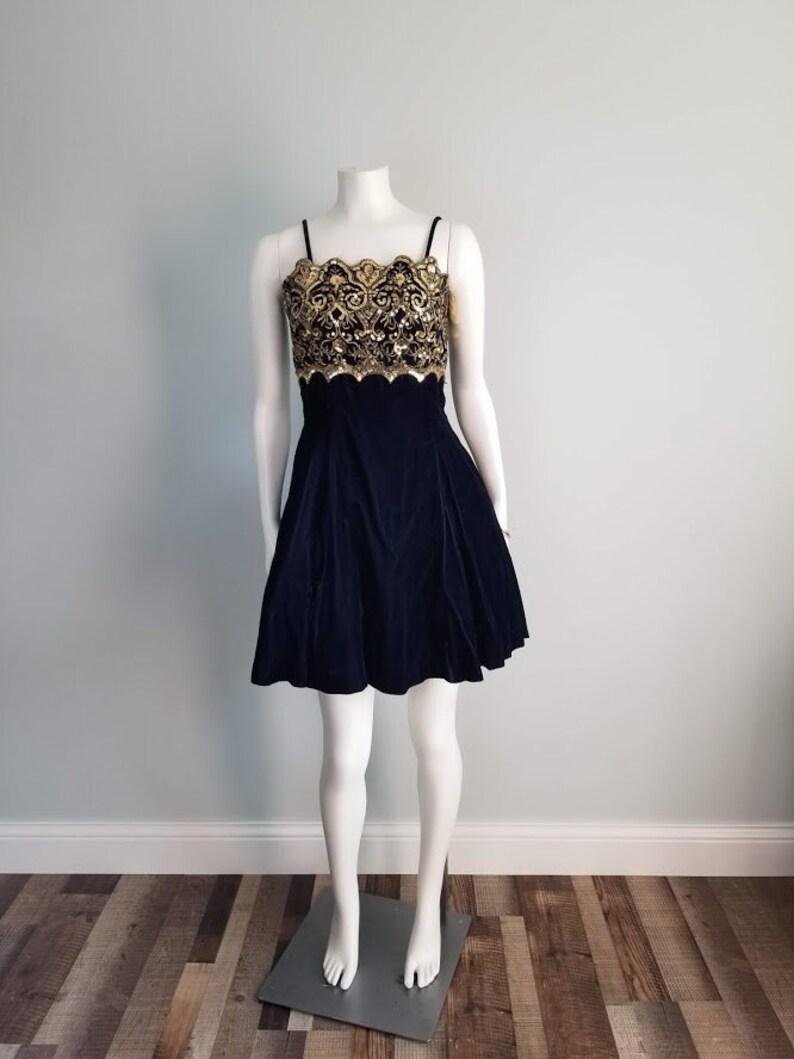 1990s prom Vintage 90s Jessica McClintock Gunne Sax navy blue velvet spaghetti strap gold sequin formal mini short dress tulle lining
