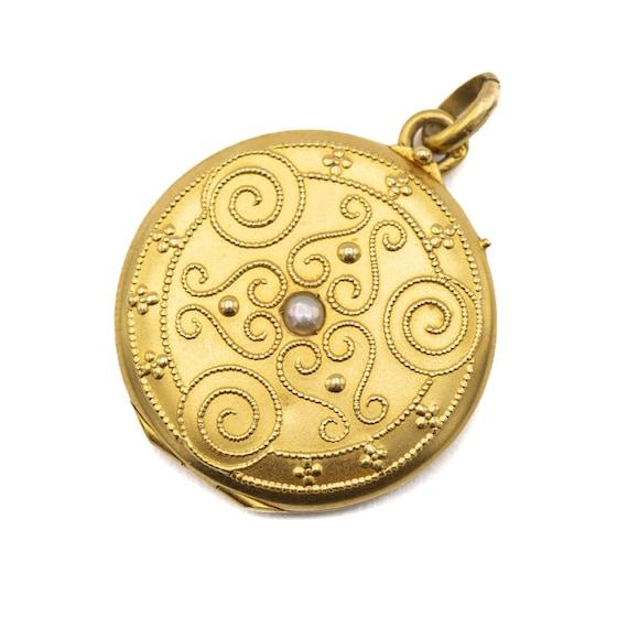 Victorian pearl locket - 18 ct yellow gold locket