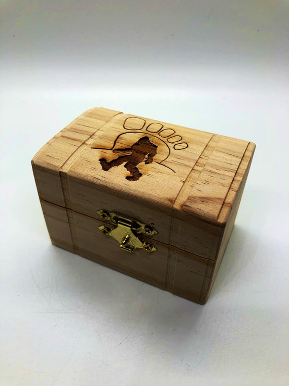 Bigfoot jewelry box, makes a special gift for her.