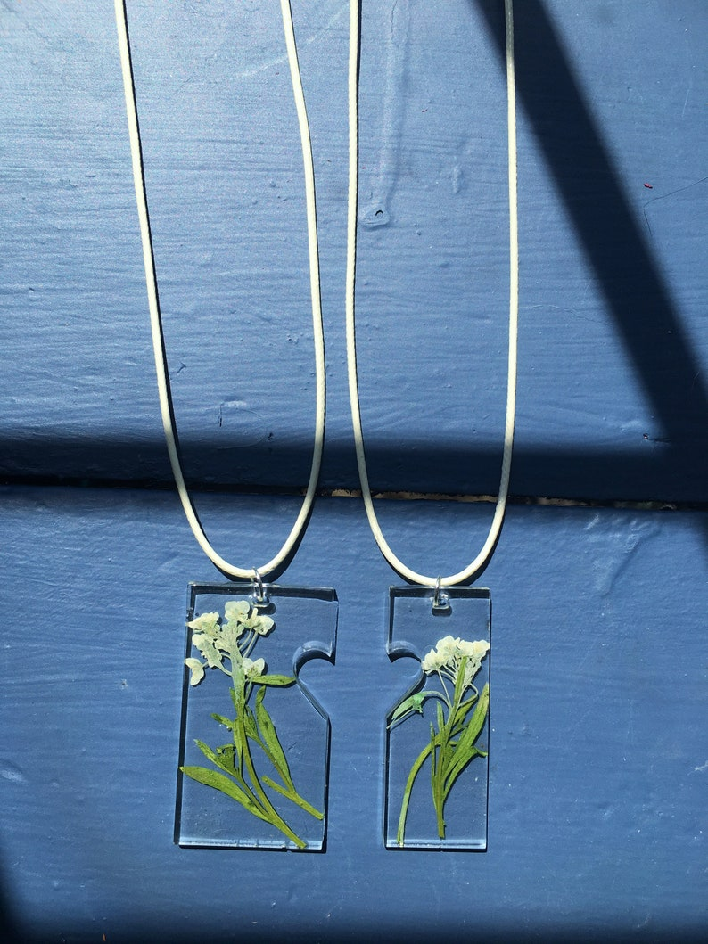 Two of a Kind Mother Daughter Sisters Best Friends Necklaces Epoxy Resin Dried Flowers White Green Nature Inspired Hippie Boho Matching