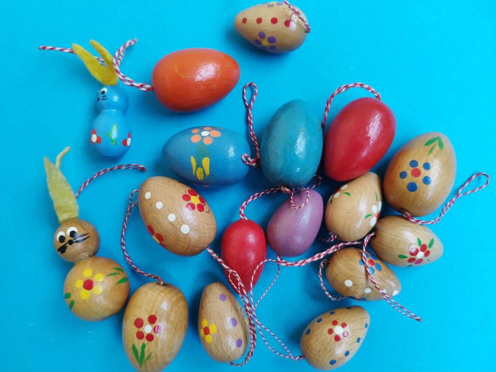 Lot of 17 vintage German wooden miniatures, hanging decorations, Hand painted Easter bunny, eggs ornaments