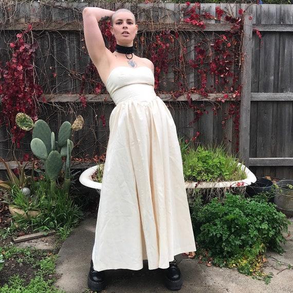 Stun 80's strapless sweetheart neckline princess … - image 1