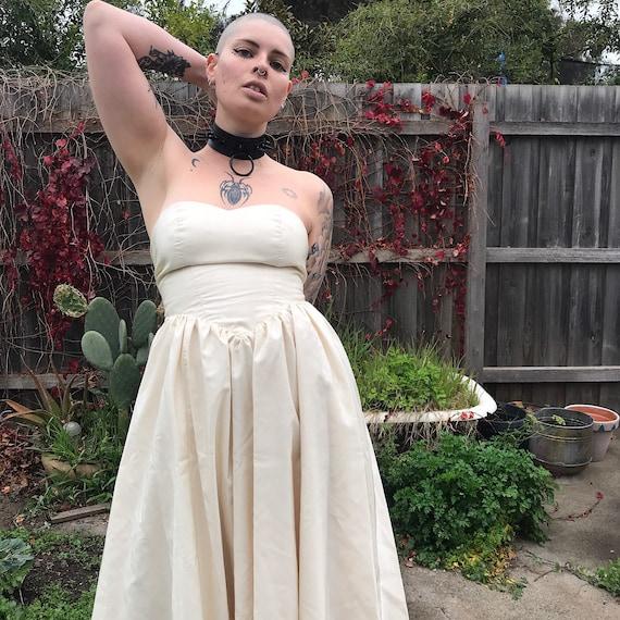 Stun 80's strapless sweetheart neckline princess … - image 2