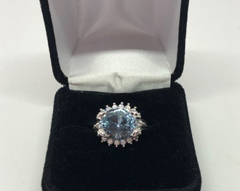 Beautiful vintage 1950 style cocktail ring