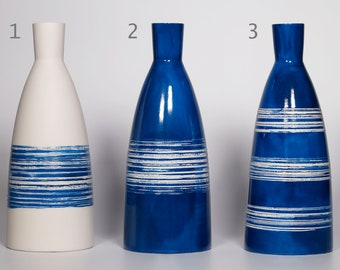 Large bottle 920ml/31oz. or white and cobalt vase in utilitarian and decorative porcelain!