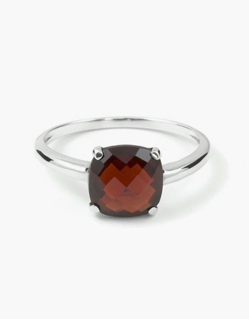 Christmas Jewelry Red Color Gemstone Gift Sale Faceted Garnet Ring Thin Band Ring Cushion Gemstone Ring 925 Sterling Silver