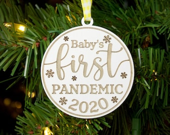 Babys 1st Christmas Ornament 2020 Cute Gender Neutral Winter Baby Wolf Husky Dog Shower Present New Mommy Daddy Newborn First Holiday Ceramic Keepsake 3 Flat Porcelain w Red Ribbon /& Free Gift Box
