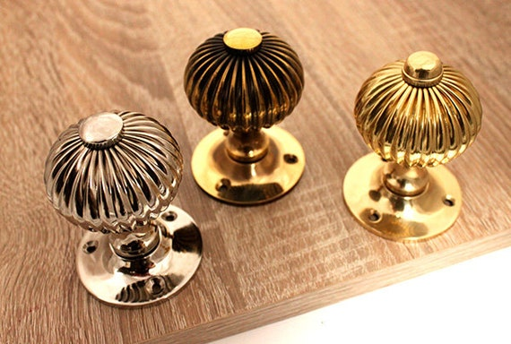 Regency Aged Brass Reeded Door Lever Handles on round rose Free P/&P Period style