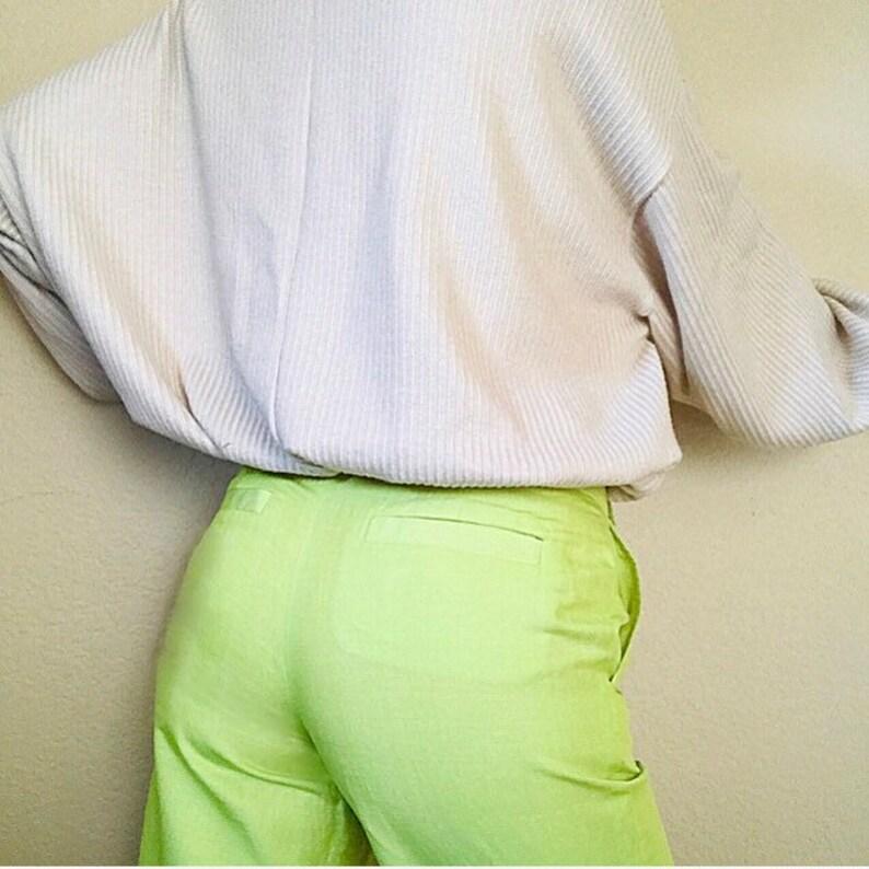 Chartreuse pea neon green low rise waist above the knee bermuda shorts 00s y2k carrie bradshaw paris hilton