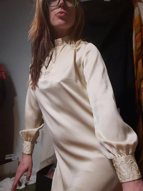 Mod 1960's minimalist Wedding dress w/ embroidered