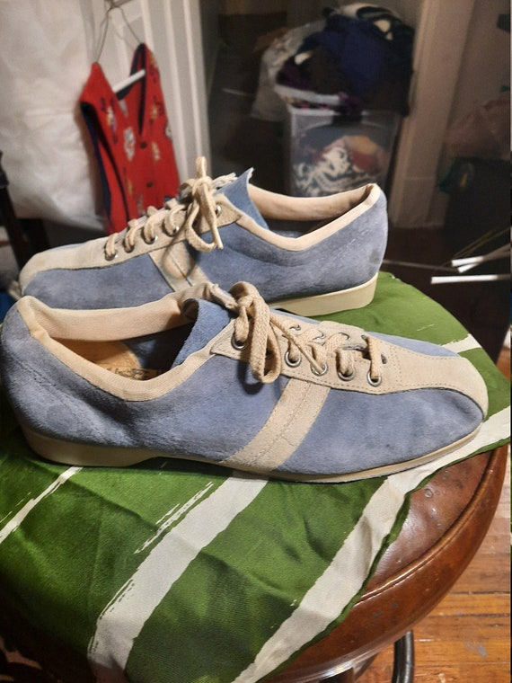 1970's blue suede Hush Puppy bowing shoes
