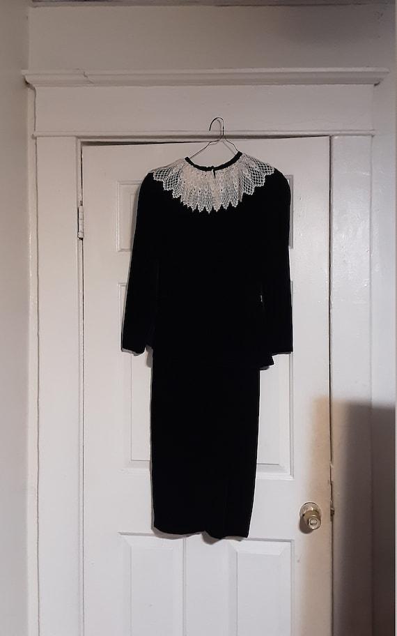 1940's velvet peplum dress w/ lace collar - image 9