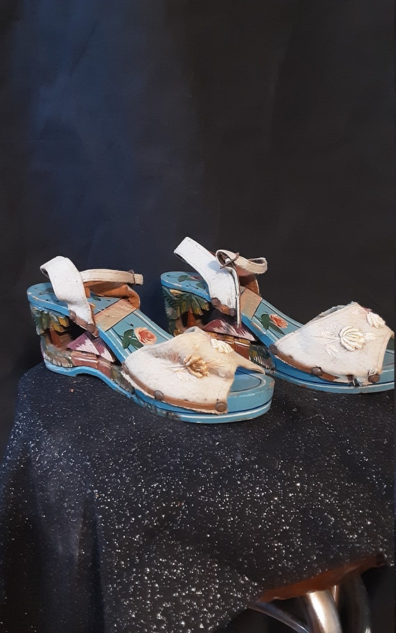 1940's carved wood wedge sandals - image 5