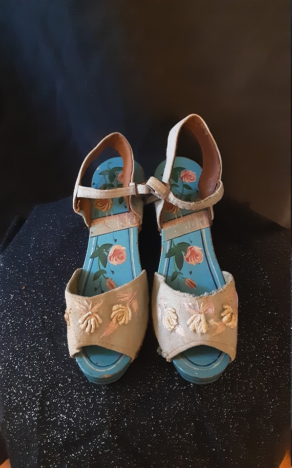1940's carved wood wedge sandals - image 9