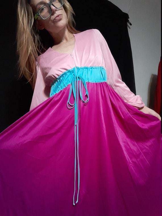 1970's nightgown ~ housedress w/ zipper front