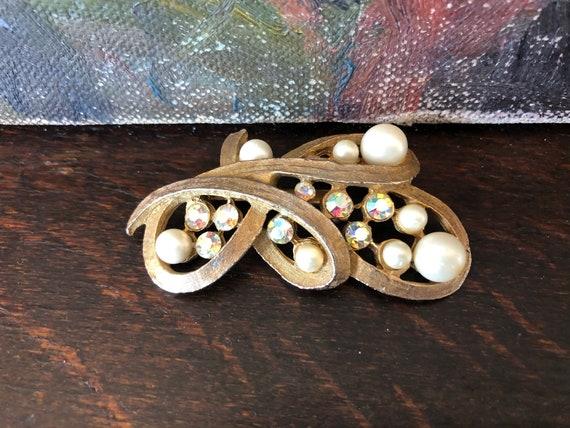 Vintage Pearl and Aurora Borealis Rhinestone Broo… - image 9