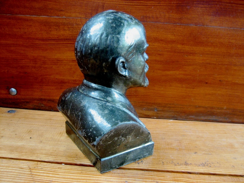 Old metal bust The leader and dictator of the USSR is Lenin The figure of Lenin from the USSR. Lenin Soviet propaganda