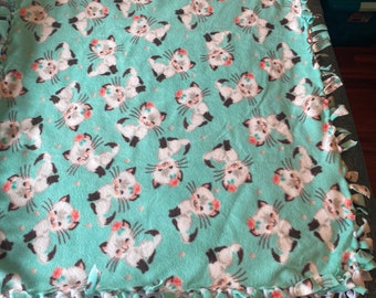 White Cat Fleece Blanket/No sew fleece blanket/Pet lovers blanket