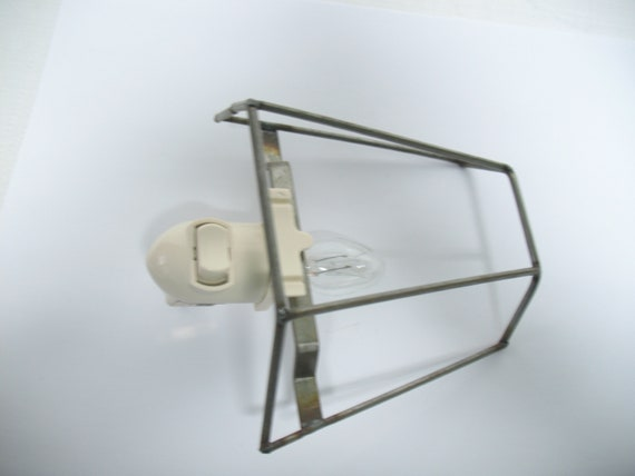 Bulb and Free Pressure Styrene Remnant Round Half Shade Night Light Frame with Fixture