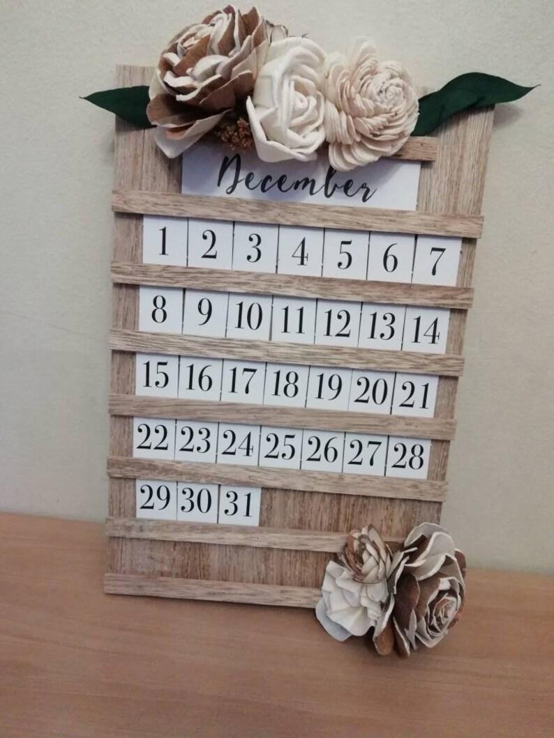 Perpetual wooden floral Calendar