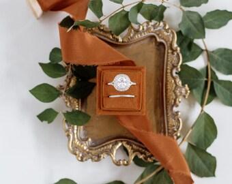 Oriole Square Velvet Ring Box