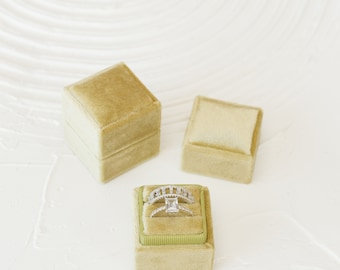 Pear Green Square Velvet Ring Box Double Slot Wedding Photography Flatlay Props