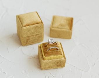 Oro Square Velvet Ring Box
