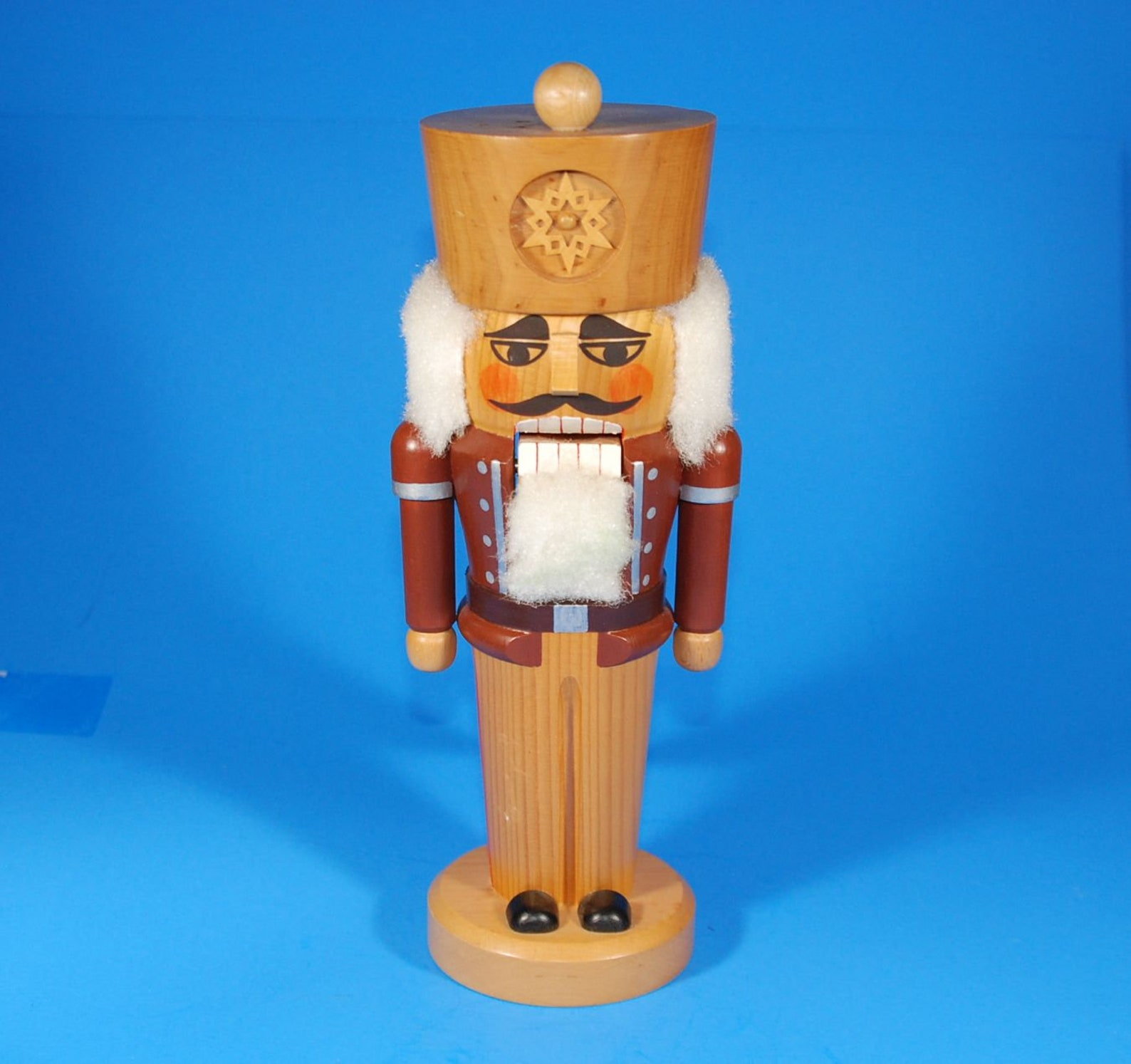 Vintage East German DDR Nutcracker Soldier Erzgebirgische Volkskunst Expertic Decoration